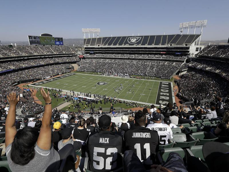 Hilarious One-Star Yelp Reviews of NFL Stadiums | Stadium Talk