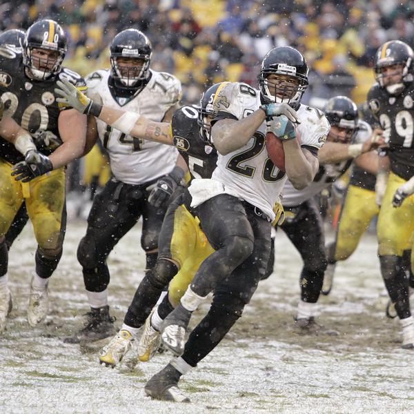 Jacksonville Jaguars running back Fred Taylor runs for a game-winning touchdown in a 2007 NFL game against the Pittsburgh Steelers in Pittsburgh.