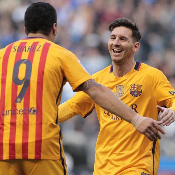 Barcelona's Luis Suarez is congratulated by Barcelona's Lionel Messi, right, after scoring a goal during a Spanish La Liga soccer match between Deportivo Coruna and Barcelona at the Riazor stadium in A Coruna, Spain, Wednesday, April 20, 2016. (AP Photo/Lalo R. Villar)